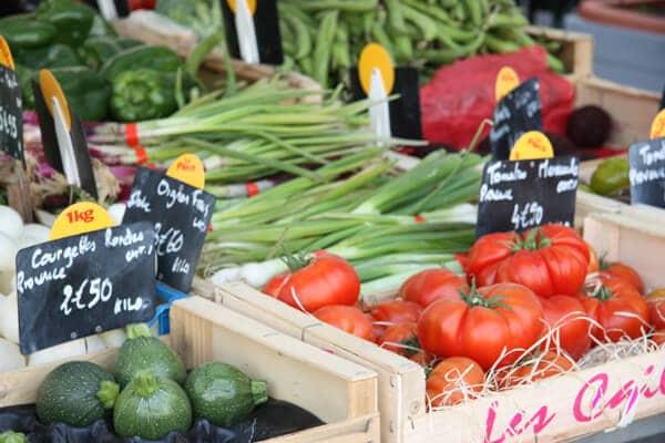 Ille la sorgue market1 Olive Tapenade