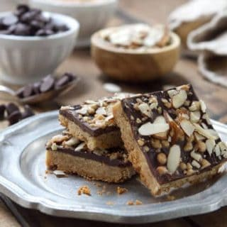 Chocolate, almonds and toffee come together in these easy, one bowl Almond Toffee Bars that are ready to devour in under 1 hour!!!