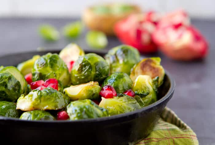 Brussels sprouts with pomegranate and balsamic vinegar Sauteed Brussels Sprouts with Pomegranate and Balsamic Vinegar