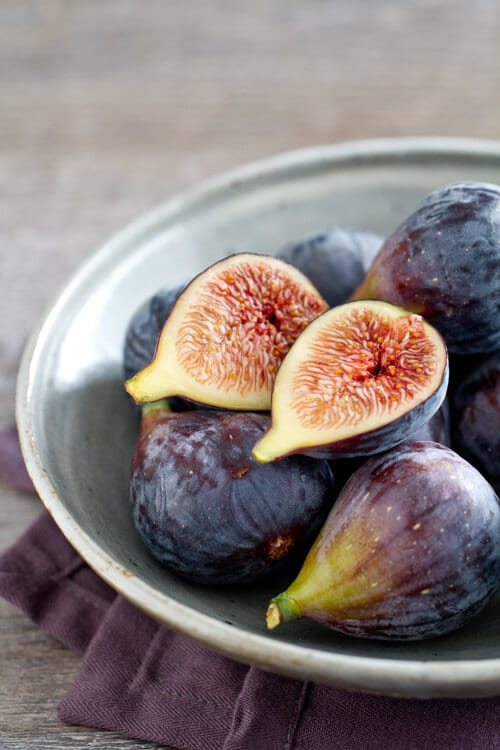 bowl of fresh figs used in the Bourbon Smash recipe.
